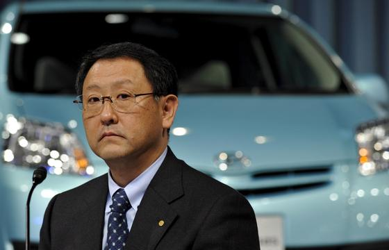Toyotas Konzernchef Akio Toyoda muss diehöchste Strafe verkraften, die in der US-Geschichte je gegen eine Autofirma verhängt worden ist. Ende 2012 zahlte der Konzern bereits 1,1 Milliarden Euro an Autobesitzer, die den Wertverlust ihrer Fahrzeuge beklagt hatten.