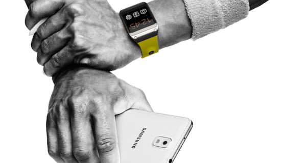 Bislang benötigt die Smartwatch Gear von Samsung zum Telefonieren oder für die Verbindung ins Internet eine Bluetooth-Verbindung zu einem Smartphone. Das soll sich offenbar ändern. Die nächste Generation der intelligenten Uhr soll ein eigenes Mobilfunkmodul erhalten.