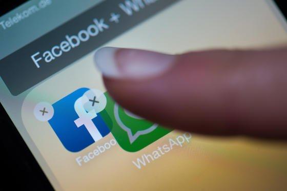 WhatsApp hat nach der Übernahme durch Facebook noch Millionen von Kunden dazugewonnen. Jetzt will WhatsApp sogar einen Telefondienst anbieten.