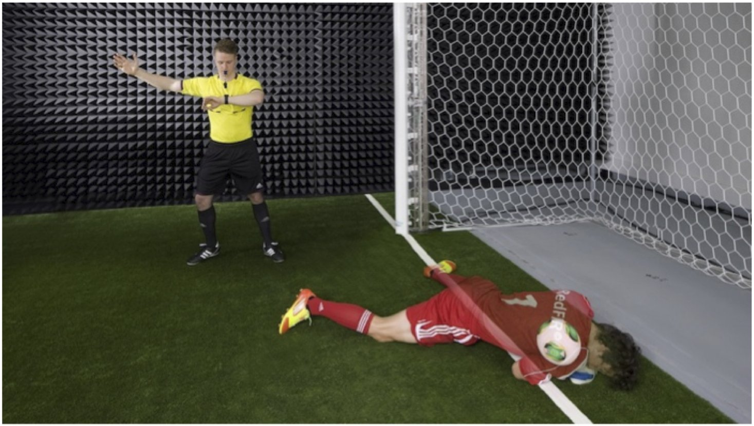 Das Goalref-System des Fraunhofer-Instituts arbeitet mit einem Magnetfeld. Somit kann es die Position des Balls auch dann zuverlässig erkennen, wenn ihn der Spieler verdeckt.