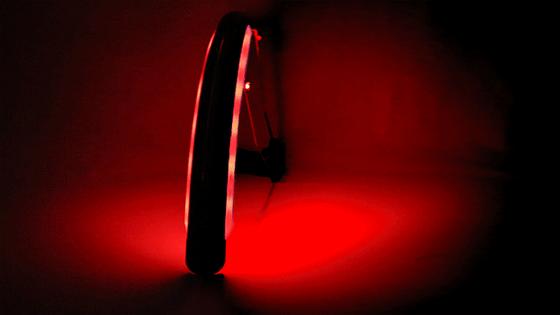 Bremslichter fürs Fahrrad: Zwei LED-Streifen, die auf ein Schutzblech montiert werden, erzeugen vor allem nachts einen auffallenden Effekt. Bremsende Radfahrer werden sicher nicht mehr übersehen. Auch als Blinker lassen sich die beiden LED-Streifen nutzen.