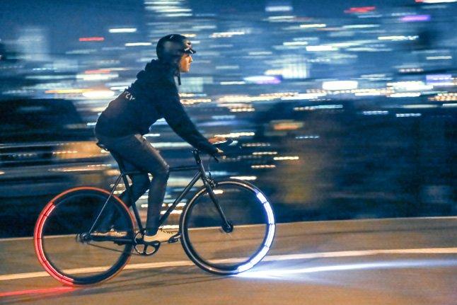 Derzeit sammeln die Entwickler der FirmaRevolights in San Francisco Geld ein, um das Bremslicht für Radfahrer auf den Markt zu bringen.