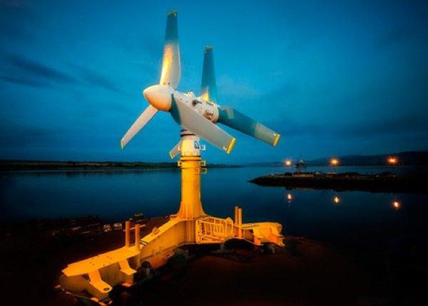 Gezeitenkraftwerke könnten bald kostengünstiger als Windurbinen auf See arbeiten. Diese Anlagen nutzen Ebbe und Flut zur Stromgewinnung. In Schottland ist der Bau eines Gezeitenkraftwerks bereits beschlossen. In Wales ist die Baugenehmigung für ein Lagunen-Kraftwerk beantragt.