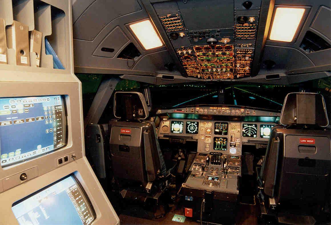 A330/A340 Full-Flight-Simulator des Instituts für Luft- und Raumfahrt der TU Berlin: Gemeinsam mit den Kollegen in München entwickeln die Ingenieure eine Technik, um Flugzeuge nur mit der Kraft der Gedanken zu steuern.