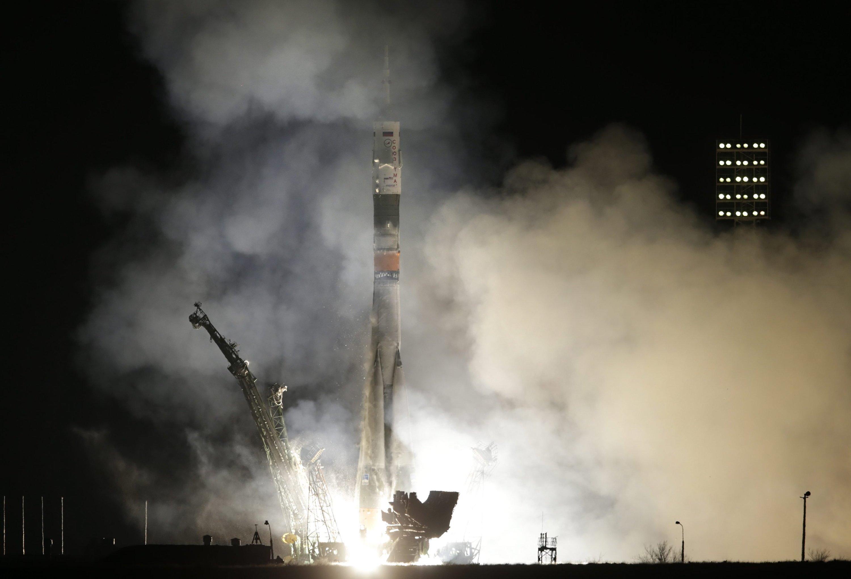 Der Start der Sojusrakete vom Weltraumbahnhof Baikonur in Kasachstanverlief nach Plan. In der Erdumlaufbahn angekommen, richtete sich die Kapsel wahrscheinlich falsch aus. Die Automatik zündete deswegen die Brennphase des Haupttriebwerks nicht.