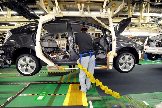 Prius-Produktion in Japan: In vielen Elektromotoren und elektronischen Bauteilen werden Magneten auf Basis des Seltenerdmetalls Neodym verbaut. Allein der Hybridantrieb des Toyota Prius' enthält ein Kilogramm Neodym. Hauptlieferant mit einem Marktanteil von 95 Prozent ist China.