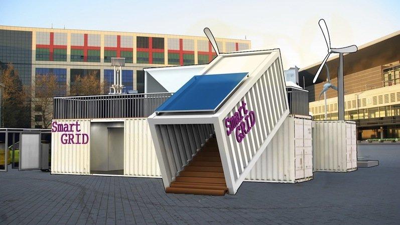 Eine Sonderschau auf dem Messegelände veranschaulicht mit einer Containerarchitektur, welche ökologische und ökonomische Relevanz Smart Grids für Immobilien haben. Im Fokus stehen verschiedene Anlagen zur Stromerzeugung und Energiespeicher, die zu einer unabhängigeren Energieversorgung der Gebäude beitragen.