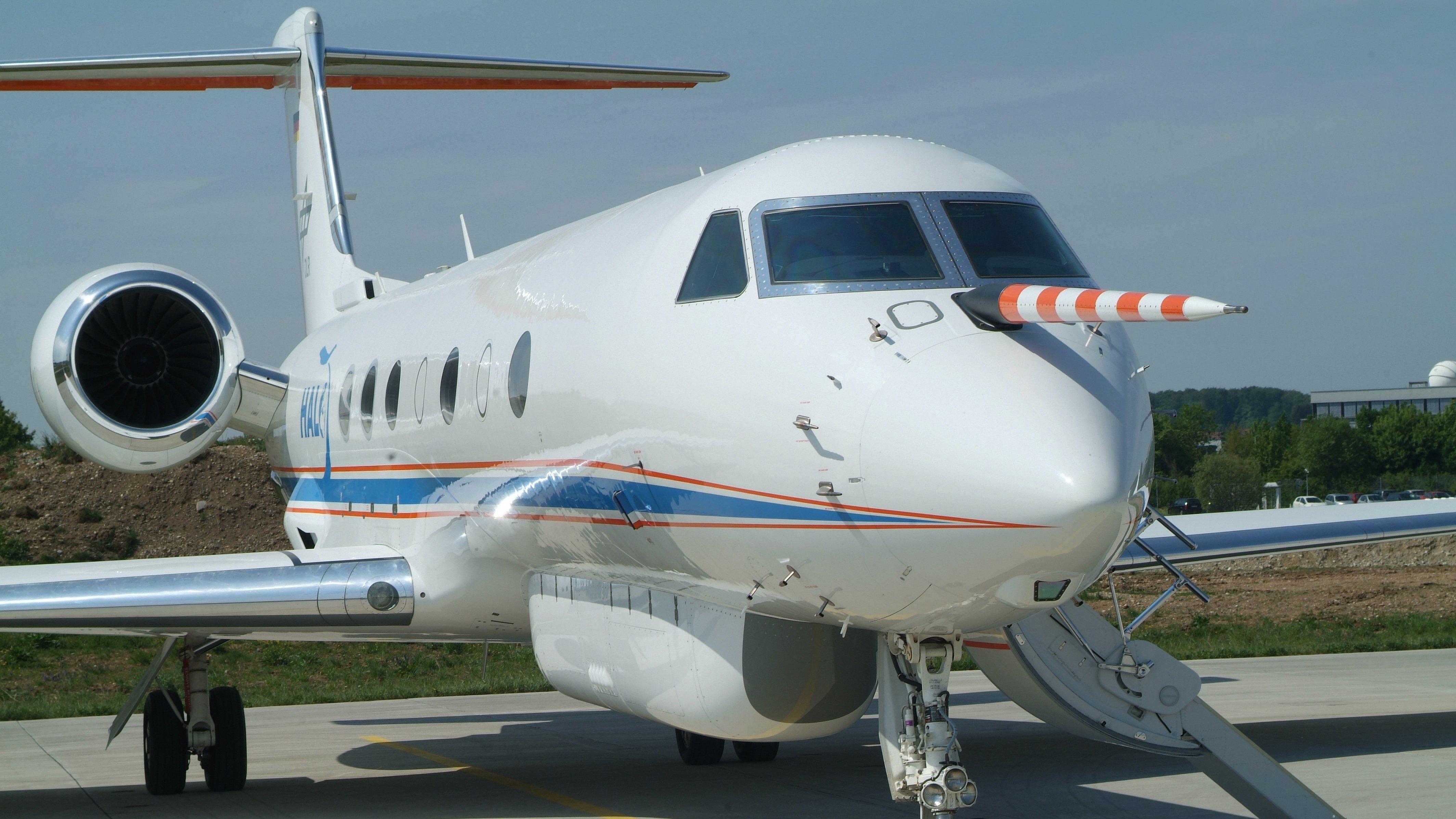 Im Rahmen der Mission ML-CIRRUS absolviert das Forschungsflugzeug Halo bis Ende April 2014 insgesamt zwölf Messflüge, um die Wirkung der Eiswolken und Kondensstreifen am Himmel zu untersuchen.