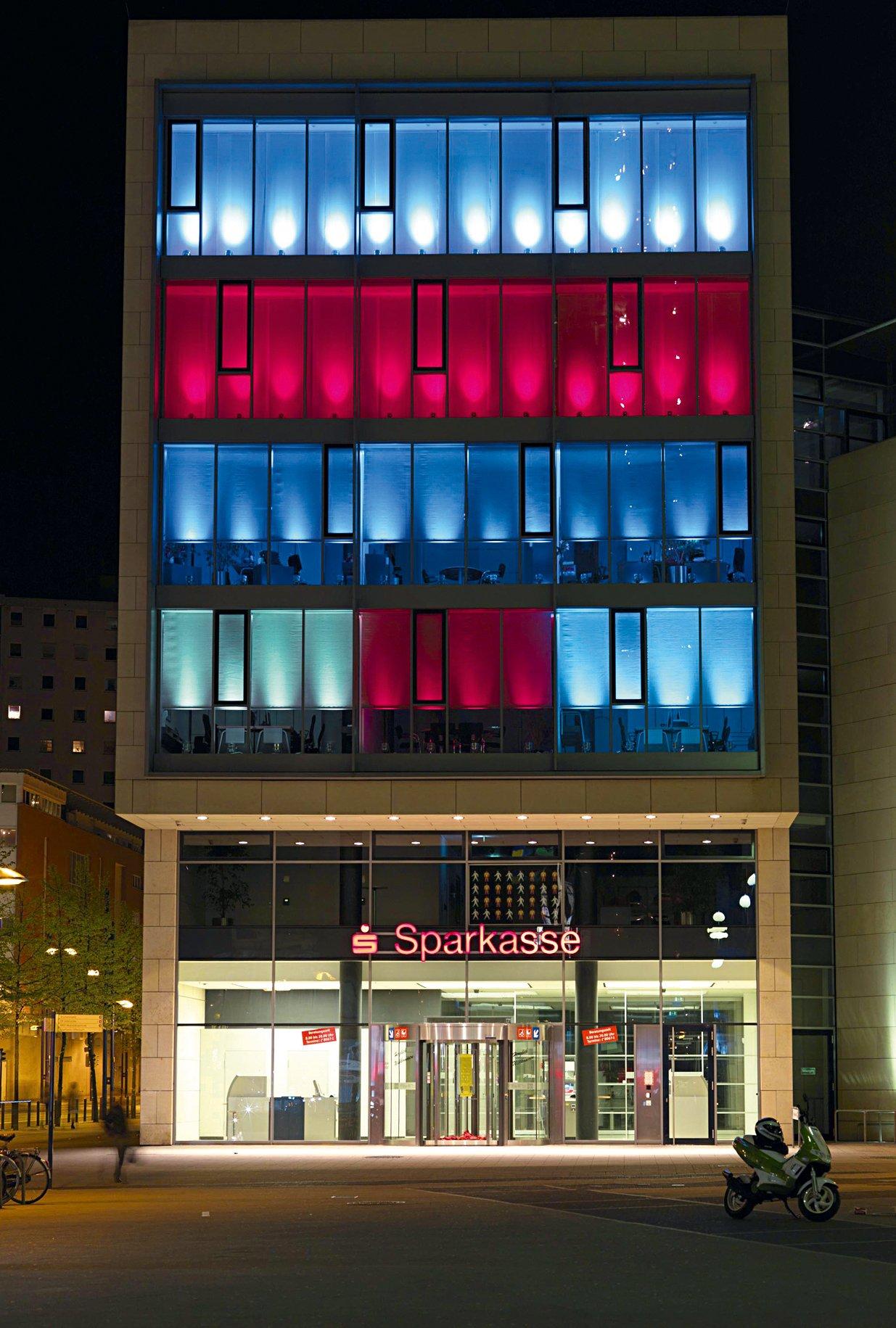 So schön kann eine Sparkasse sein: Sparkassen-Filiale in Offenbach.