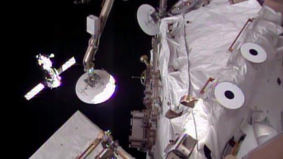 Kurz vor dem Andocken: Die Sojus-Kapsel ist nur noch einige Meter von der ISS entfernt.