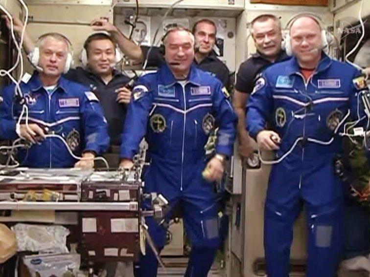 Wieder komplett: Drei Stunden nach dem Andocken öffnete sich die Tür zur ISS.