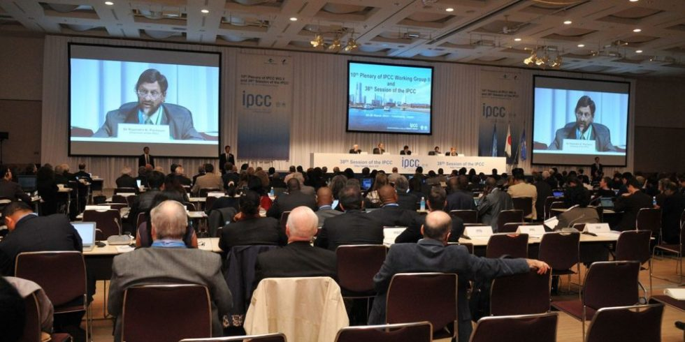 Eröffnung der IPCC-Tagung in Yokohama durch IPCC-ChefDr. Rajendra Pachauri.