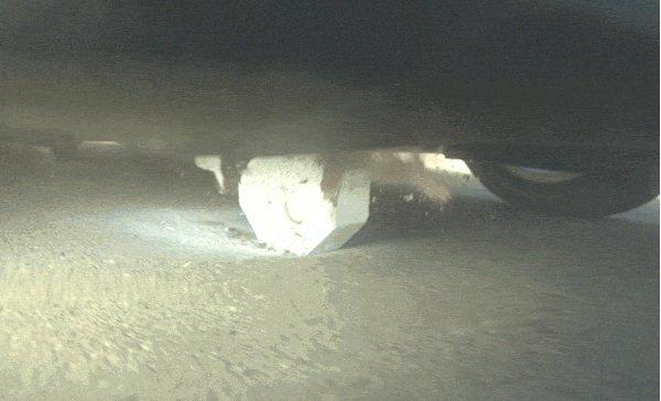 Tesla hat 152 Tests mit dem neuen Unterbodenschutz durchgeführt. Alle Hindernisse wurden abgelenkt oder aber durch die Titanplatte zerstört.