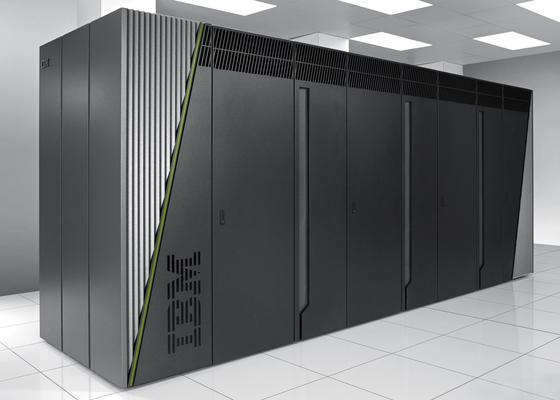 IBM kennt sich auf dem Gebiet der Supercomputer gut aus. Der Blue Gene/Q ist einer der schnellsten Hochleistungsrechner der Welt. Laut IBM erreicht er eine Leistung von 20 Petaflops. Das entspricht 20 Billiarden Rechenoperationen pro Sekunde.