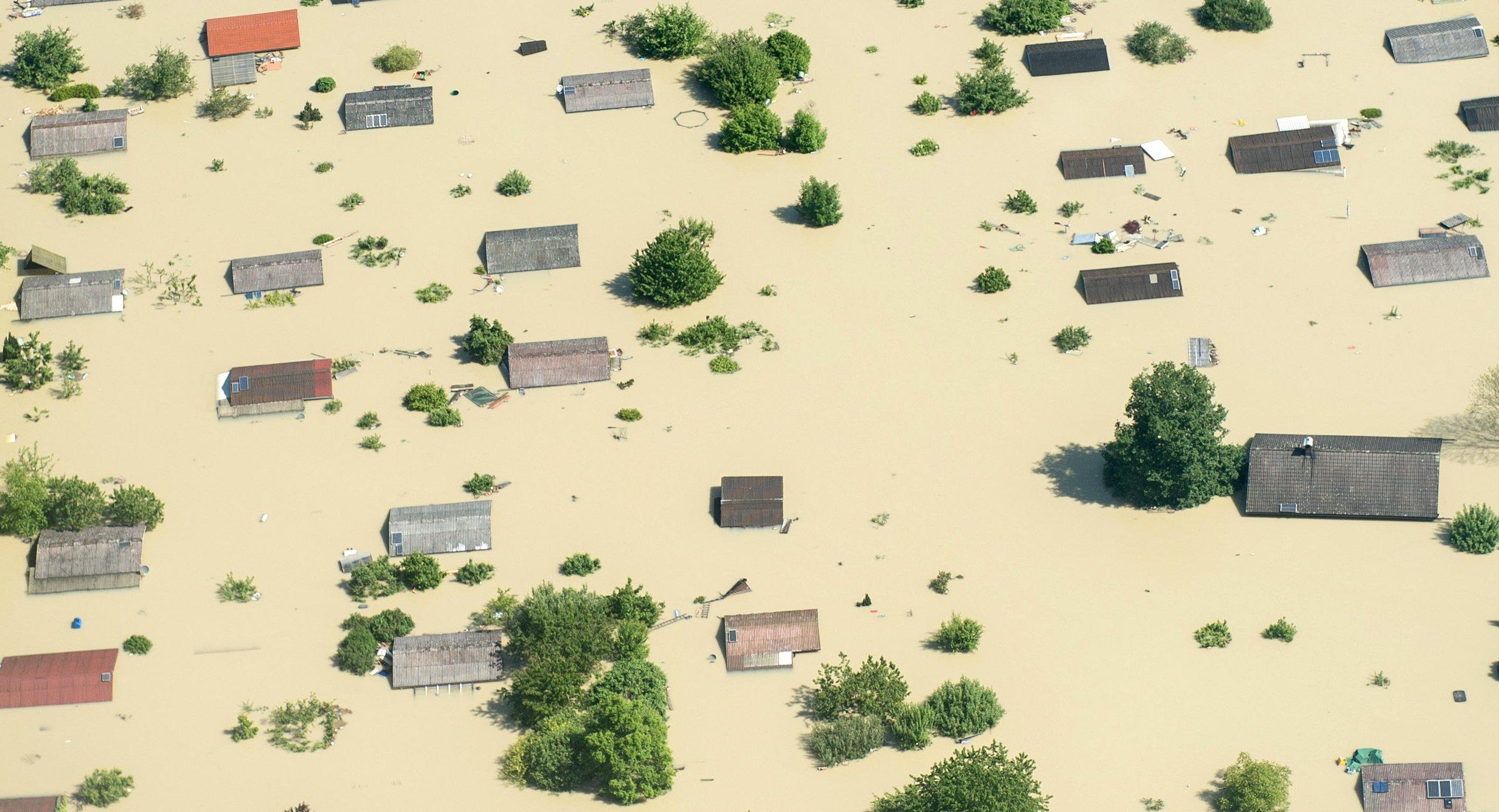 Auch in Deutschland nehmen Extremwetterereignisse zu: Im Sommer 2013 überflutete die Donau nach einem Dammbruch die Region um Deggendorf in Bayern.