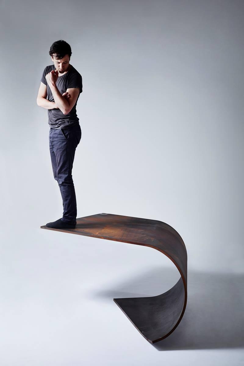 Der Londoner Designer Paul Cocksedge: Er hat sich jahrelang über schlecht funktionierende und hässliche Fahrradlichter geärdert. Jetzt hat es selbst Front- und Rücklichter in Kreisform entwickelt.