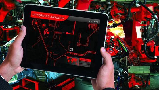 Bereits in den letzten Jahren präsentierten Hersteller auf der Hannover Messe smarte Maschinen und Anlagen. Jetzt geht es um die spannende Frage der Vernetzung und Standardisierung, die eine Industrie-4.0-Fabrik erst möglich macht.