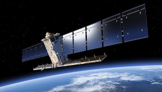 In knapp 700 Kilometern Höhe soll der 2,3 Tonnen schwere Satellit Sentinel-1A die Erde umkreisen.