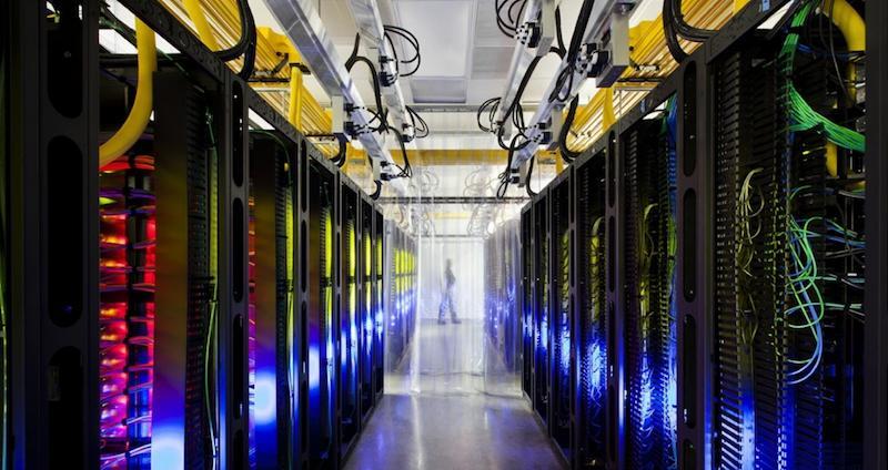 Rechenzentrum von Google: Der Konzern sieht eine Welle aus Löschanträgen auf sich zu rollen. Die Schlichtungsstelle der Bundesregierung soll zukünftig bei der Bearbeitung der Anträge helfen.