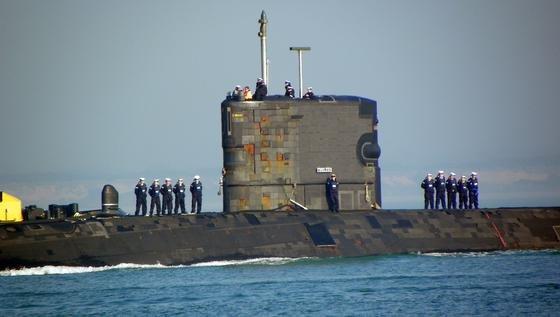 130 Mann Besatzung hat die HMS Tireless, die von einem Atomreaktor angetrieben wird.