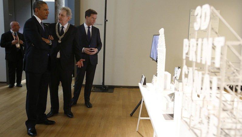 Zu Besuch imRijksmuseum in Amsterdam war auch schon US-Präsident Barack Obama. Der Bürgermeister Amsterdams,Eberhard van der Laan, erklärte ihm Einzelheiten zum Projekt.