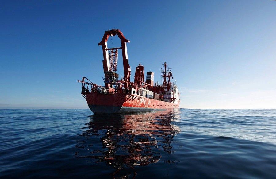 Das alte Forschungsschiff Sonne während seiner 210. Expedition vor der Küste Chiles.