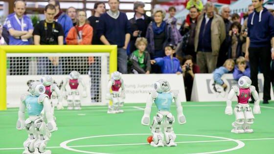 Um die Deutschen Meisterschaften kämpften am Wochenende Roboter auf dem 13. Robocup in Magdeburg.