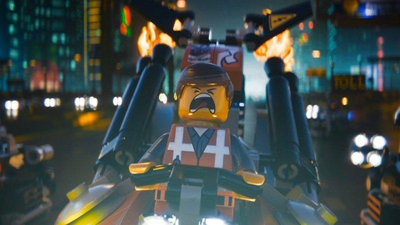 Während die Schauspieler Stimmen einsprachen, wurden sie von Kameras gefilmt. So ließen sich Gestik und Mimik auf die Legofiguren übertragen.