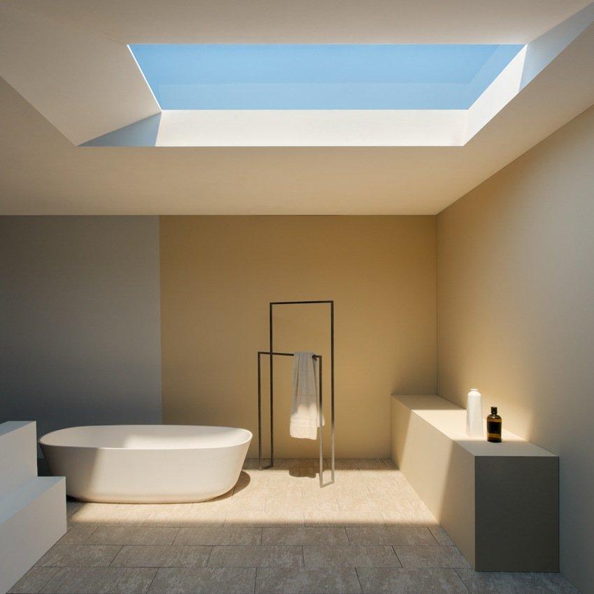 Täuschend echt: In dieses Badezimmer scheint keine Sonne, sondern das Hightech-Fenster simuliert Tageslicht.