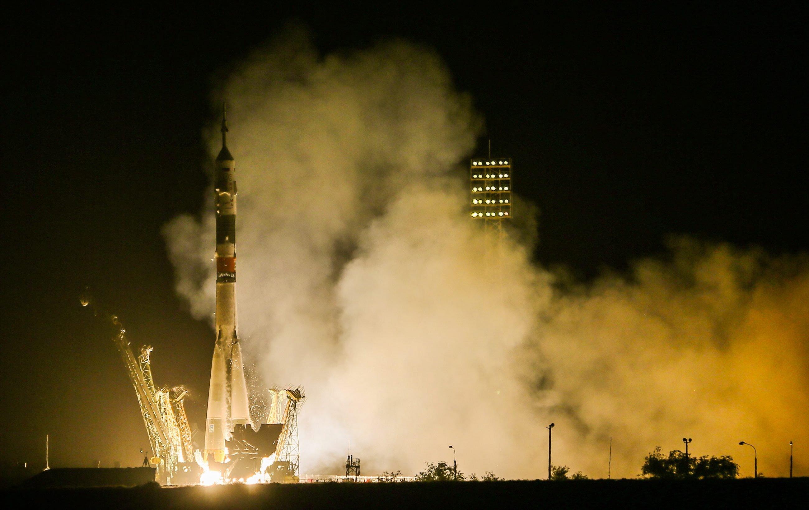 Die Sojus-Rakete hob genau um 21.58 Uhr mitteleuropäischer Zeit mit dem deutschen Astronauten Alexander Gerst in der Nacht zu Donnerstag vom Weltraumbahnhof Baikonur ab. Nach sechs Stunden Flug war die ISS erreicht.