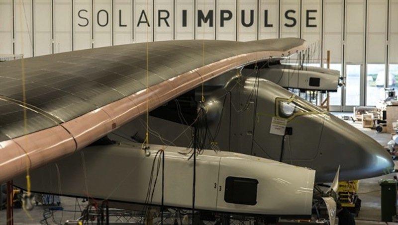 Der extreme Leichtbau des Solar-Motorseglers kombiniert mit der Flügelspannweite von 72 Metern ist für die DLR-Forscher eine besondere Herausforderung. Denn die Tragflächen schwingen deutlich langsamer als bei heutigen Verkehrsflugzeugen.