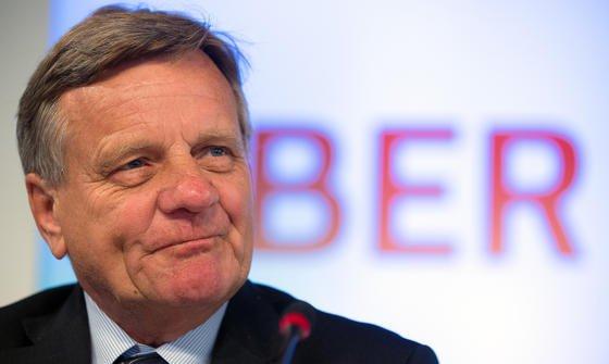 Weitere 1,1 Milliarden Euro braucht Hartmut Mehdorn von den Gesellschaftern, sprich von den Ländern Berlin und Brandenburg sowie dem Bund. In der Haushaltskasse des Bundes entsteht dadurch ein 286 Millionen schweres Loch.