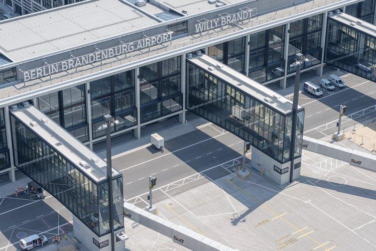 Immer noch nichts los am Flughafen Berlin Brandenburg. Die Eröffnung wurde inzwischen viermal verschoben.