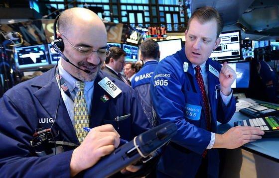 Händler an der New Yorker Börse NYSE: Rund 1600 Ingenieure spielen derzeit beim Anlagespiel der VDI nachrichten mit. Der beste Anleger derzeit ist der 42-jährige Darije Cvetnic. Im Interview stellt er seine Anlagestrategie vor.