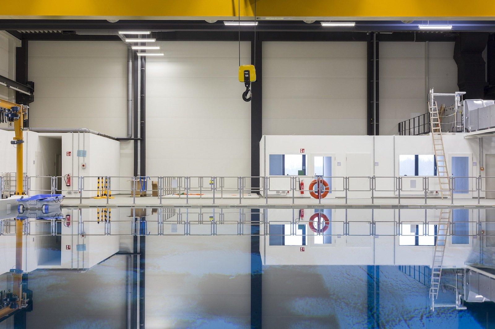 3,4 Millionen Liter Salzwasser fasst das neue Testbecken für Robotik-Forschung, das jetzt im Neubau des Deutschen Forschungszentrums für Künstliche Intelligenz in Bremen eröffnet wurde.