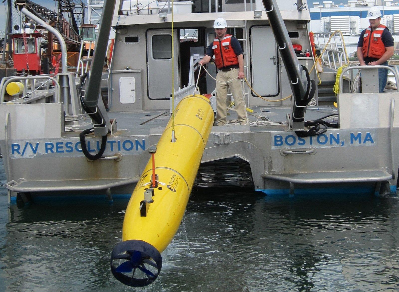 Das U-Boot ist fünf Meter lang, hat einen Durchmesser von 53 Zentimetern und wiegt rund 750 Kilogramm.
