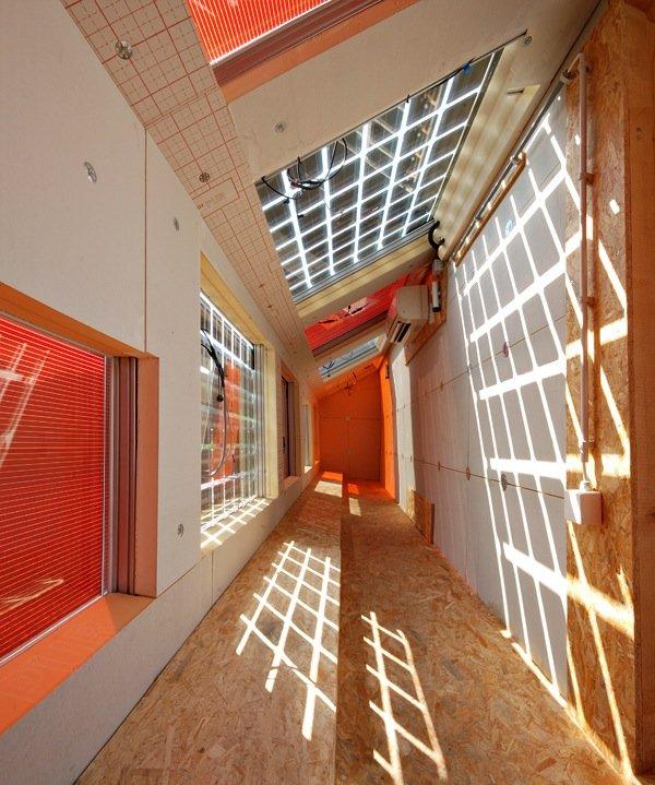 Niedrigenergiehaus mit Solarmodulen.