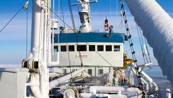 Mithilfe des Eisnavigationssystems konnte RV Lance dem Meereis ausweichen, das schützte Schiff und Expeditionsteilnehmer während ihrer zweiwöchigen Expedition jedoch nicht vor arktischen Temperaturen.