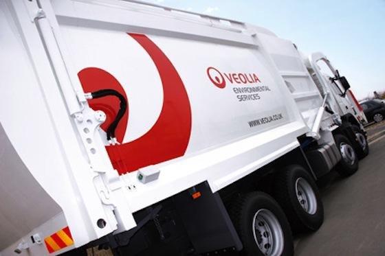 DasEntsorgungsunternehmen Veolia Environmental Services bringt den Straßenkehricht zur Sortieranlage. Dort lassen sich mit Floating Tanks und mechanischen Sortiermaschinen die Edelmetalle ausfiltern.
