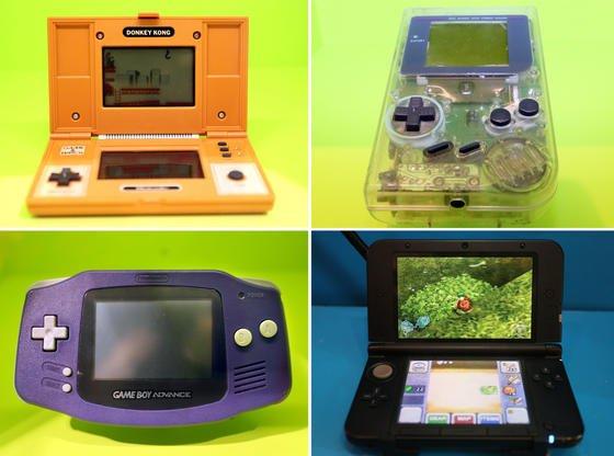 Der Gameboy wird 25: Der Vorgänger des Gameboys war der Donkey Kong (o.l.), oben rechts zu sehen ein Exemplar der durchsichtigen Sonderedition des ersten Gameboys. Dessen Nachfolger war der Game Boy Advance (u.l.). Unten rechts zu sehen die aktuelle Version Nintendo 3D5.