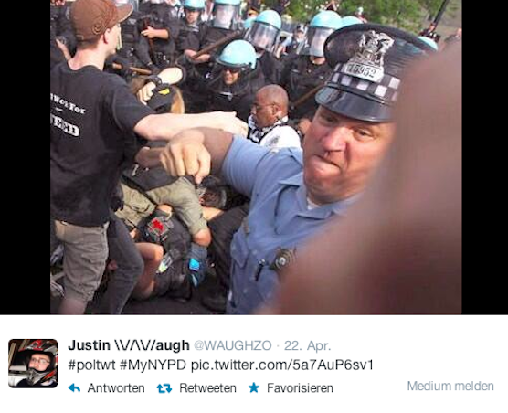 Auch mit diesem Bild eines prügelnden Polizisten musste sich die Behörde auf ihrem Twitter-Account herumschlagen.