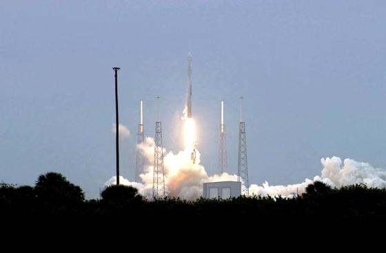 Start der Trägerrakete Falcon 9 in Cape Canaveral: 2016 soll eine Falcon einen Satelliten der DLR mit einem Gewächshaus für Tomaten ins All bringen.