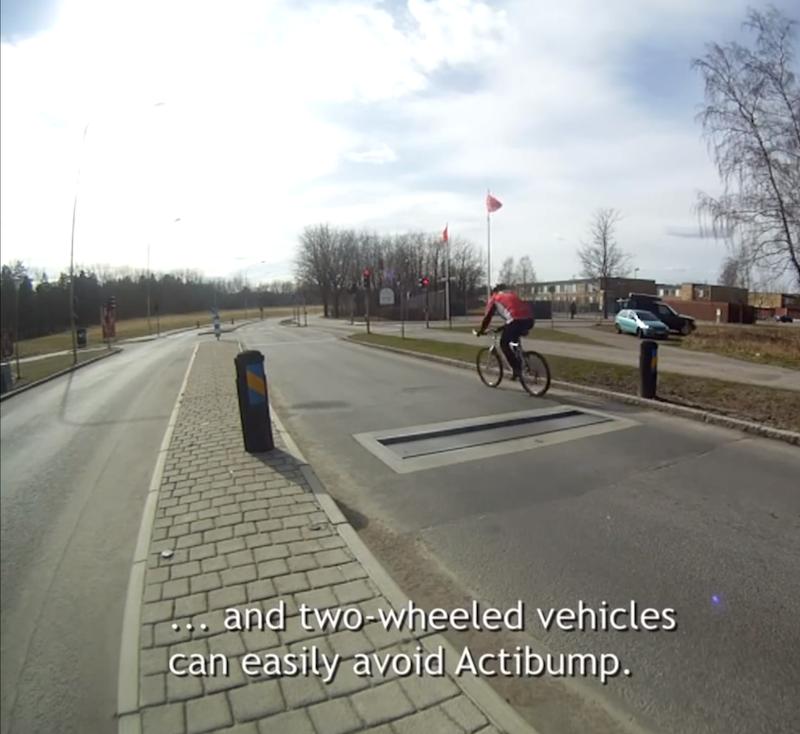 Für Radfahrer bleibt genug Platz am Straßenrand, um Actibump zu umfahren.