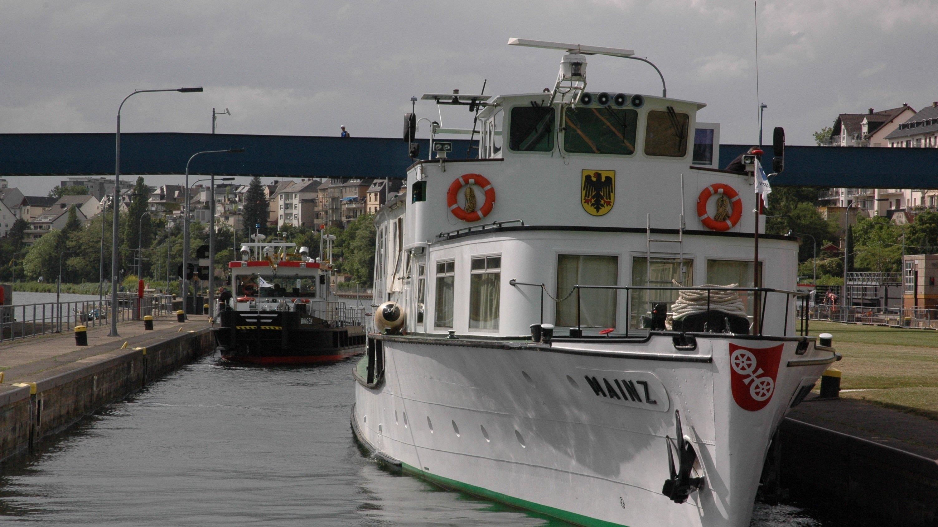 Schleusenfahrt der MAINZ auf der Mosel:Am 23. Mai 2014 demonstrierten die DLR-Wissenschaftler gemeinsam mit Projektpartnern wie die neuen Fahrerassistenzsysteme funktionieren.
