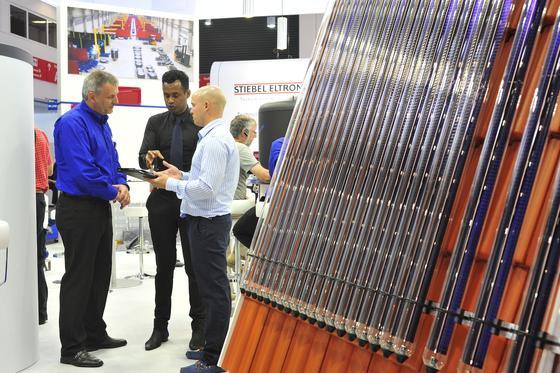 Von Wärmespeichern über Prozesswärme bis hin zu solartherimschen Großanlagen: Fachgespräche auf der Intersolar Europe vertiefen das Know-how.