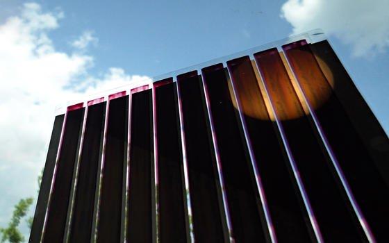 Gedruckte organische Solarzellen auf ultradünnem Glas: Ihre Lebensdauer ist aufgrund der Glasunterlage deutlich länger als bei herkömmlichen organischen Zellen.