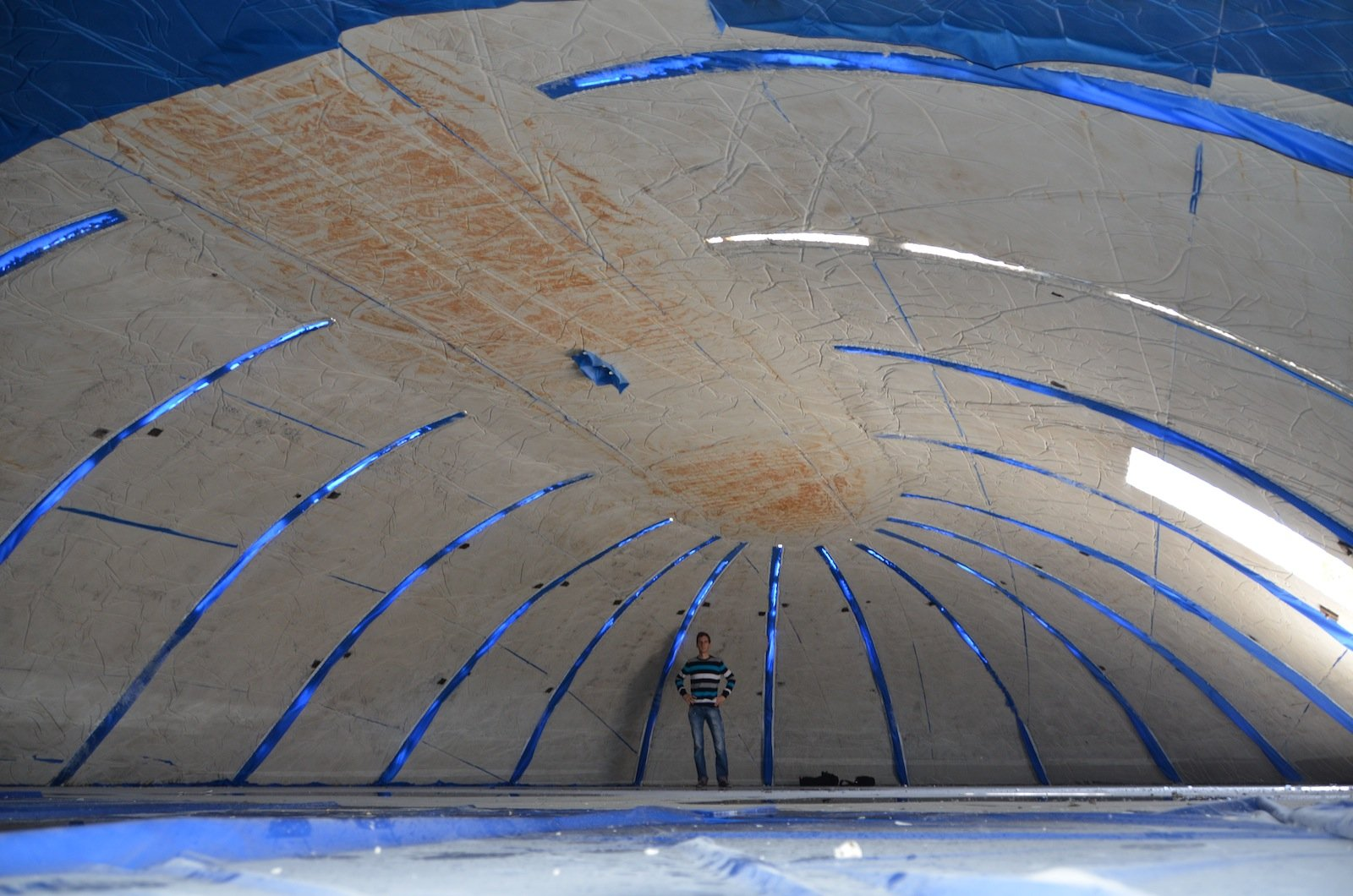 Die fertige Kuppel von innen – mit einer Raumhöhe von 2,90.