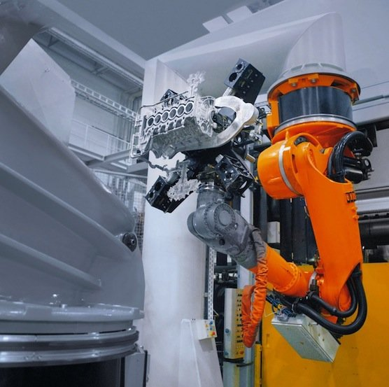 Im Labor experimentieren die Forscher mit Bewegungsbahnen für Roboterarme, die besonders wenig Strom verbrauchen.