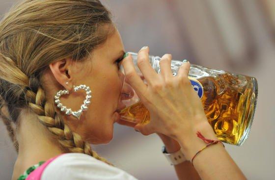 Der Brauerei Jever dementiert die Vorwürfe und zweifelt an den Untersuchungsmethoden des Professors Liebezeit. Dieser fordert Untersuchungen zur Gesundheitsgefährdung der Mikropartikel, die es bislang nicht einmal ansatzweise gibt.
