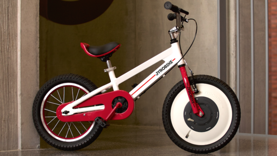 Derzeit sammelt das Jyrobike-Team über die Crowdfundingplattform Kickstarter Geld, um das Kinderrad serienreif machen zu können. Nächstes Jahr soll es dann für 249 US-Dollar auf den Markt kommen.